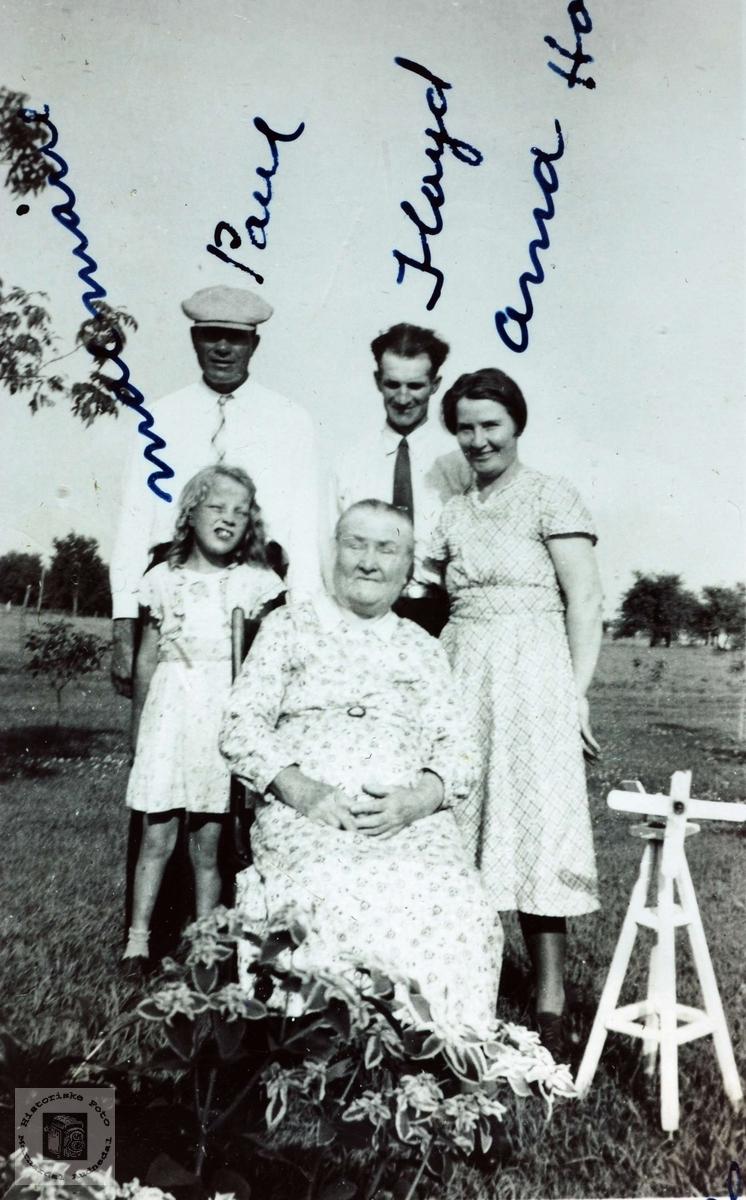 90- åring smmen med noen av barna sine. Røtter fra Grindheim Audnedal.