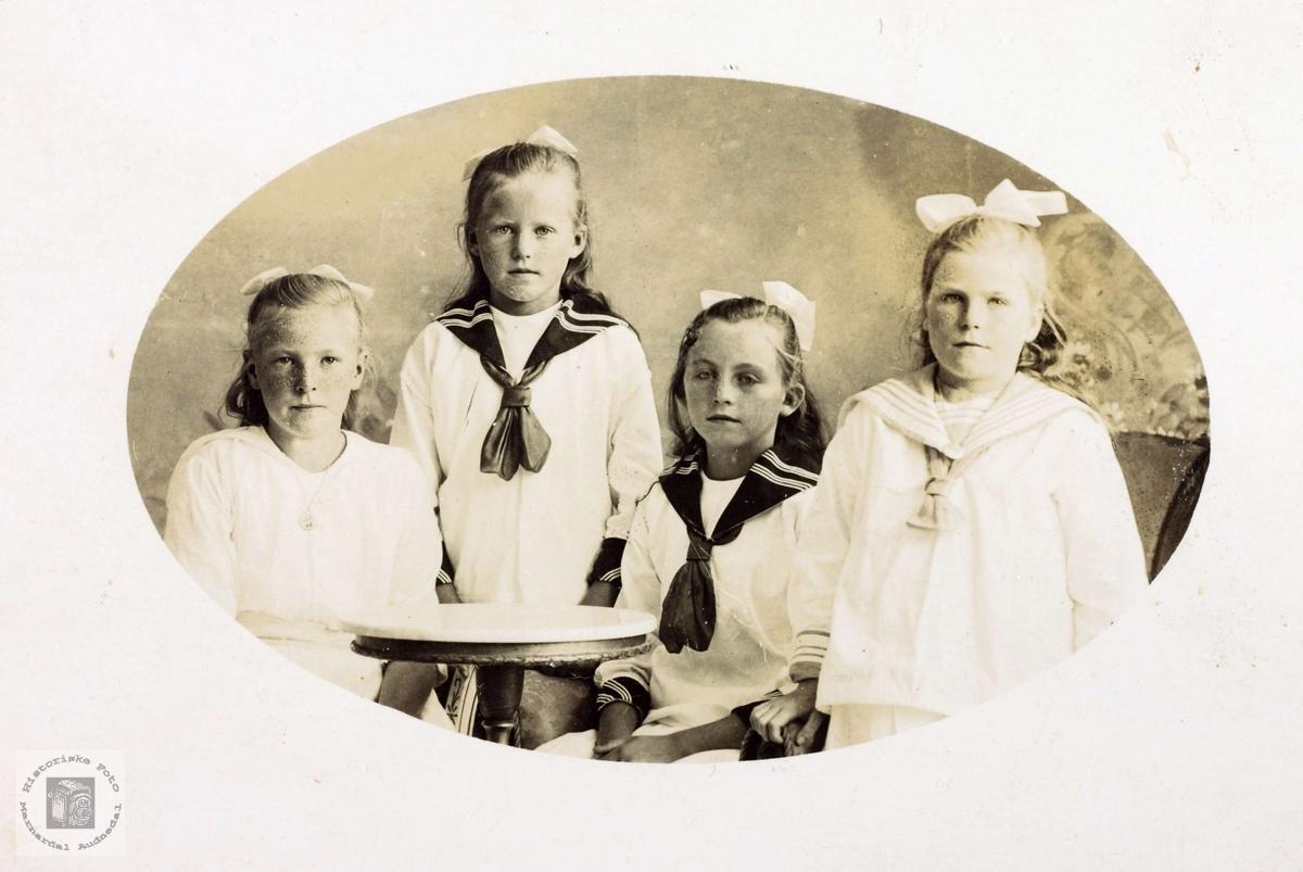 Portrett av unge jenter. Grindheim.