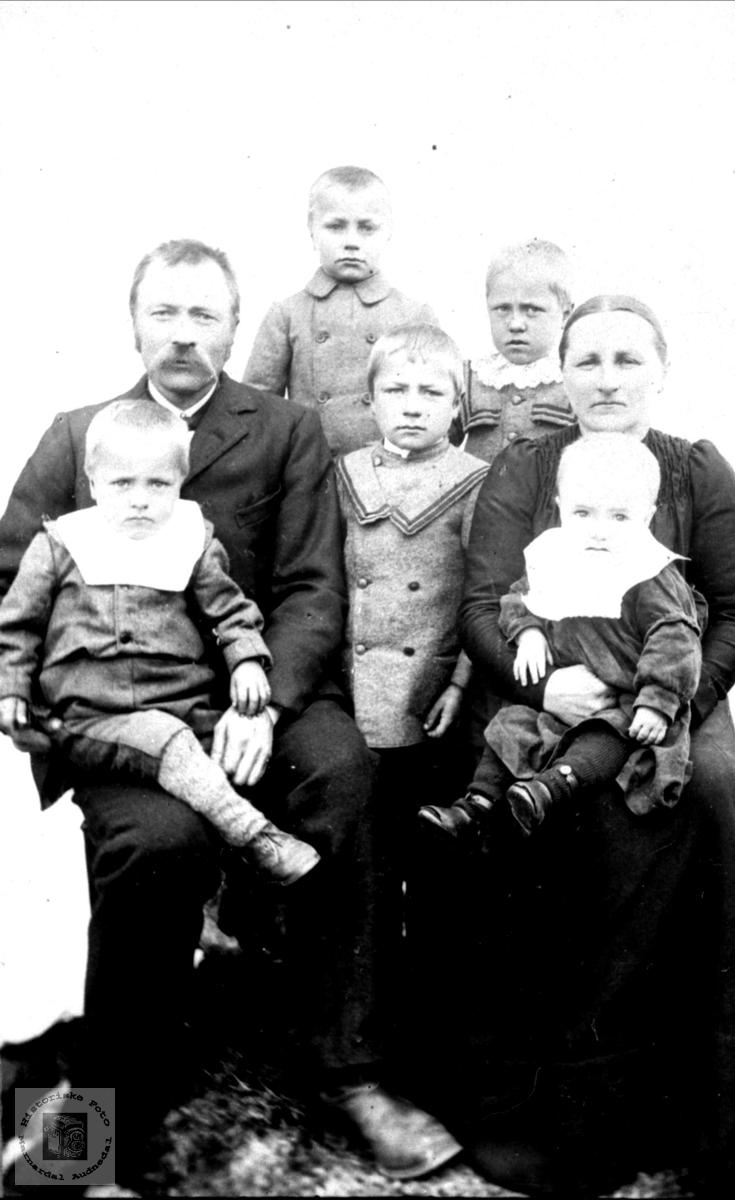 Familieportrett fra Moland, Bjelland.