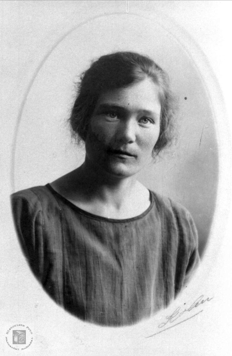 Portrett av Berthe Foss gift Rosseland, Bjelland.