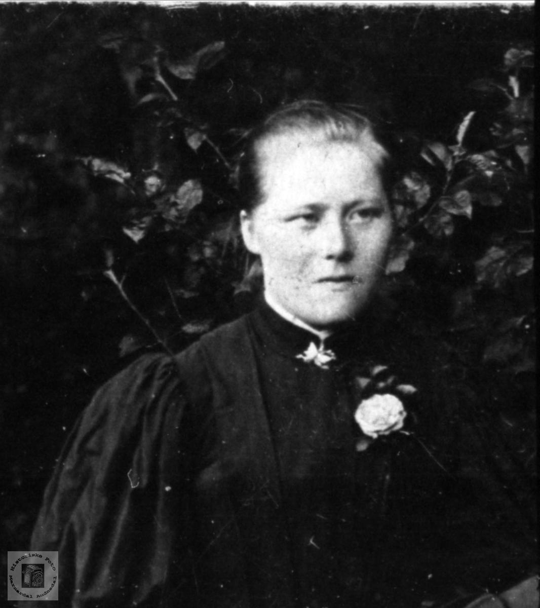 Protrett av Anna Tobiasdtr Sveinall, Laudal.