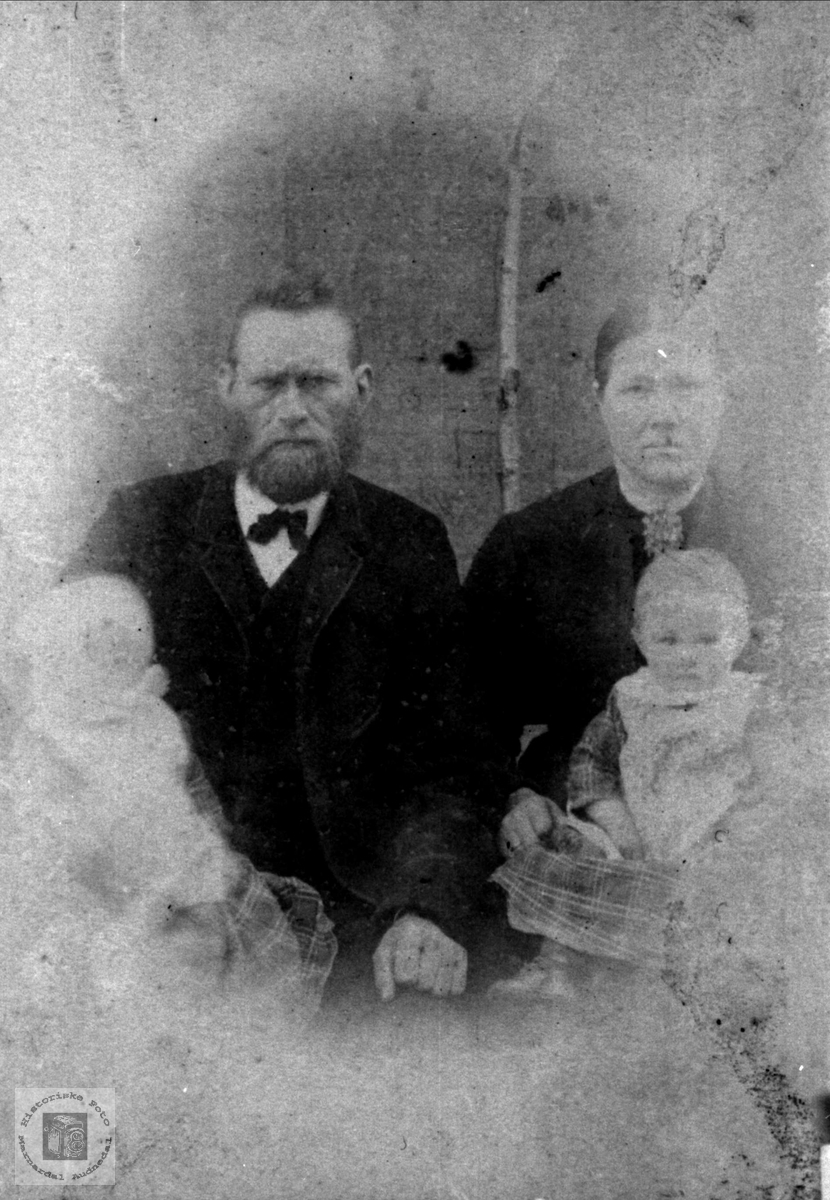 Foreldre og barn på Usland, Øyslebø.