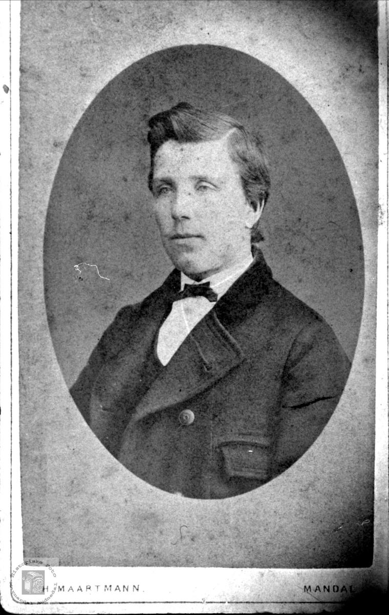 Portrett av Knud Fuglestveit, Øyslebø.