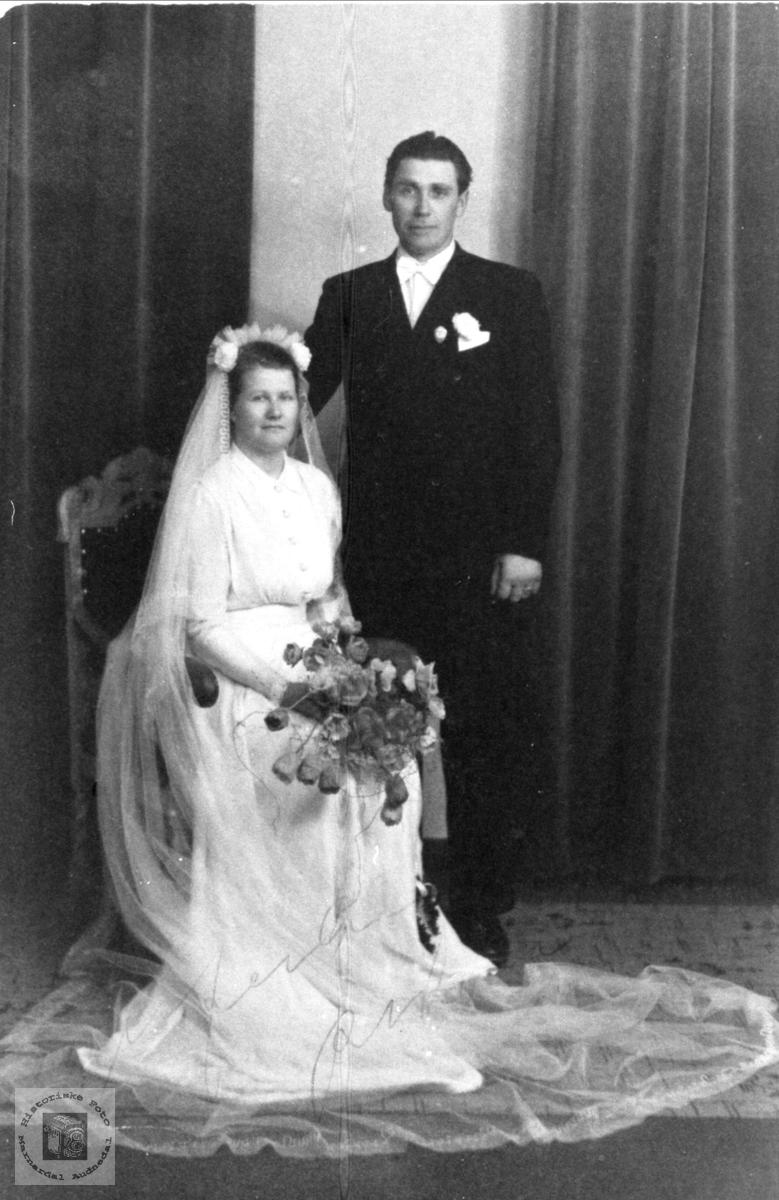Bryllupsbilde av Alma og Håkon Høyland, Øyslebø.