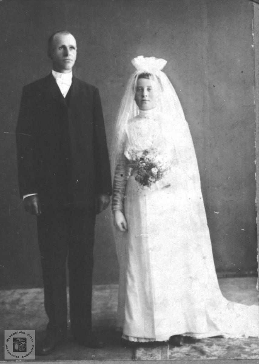 Brudebilde av Syvert og Sigrid Skjævesland, Øyslebø.