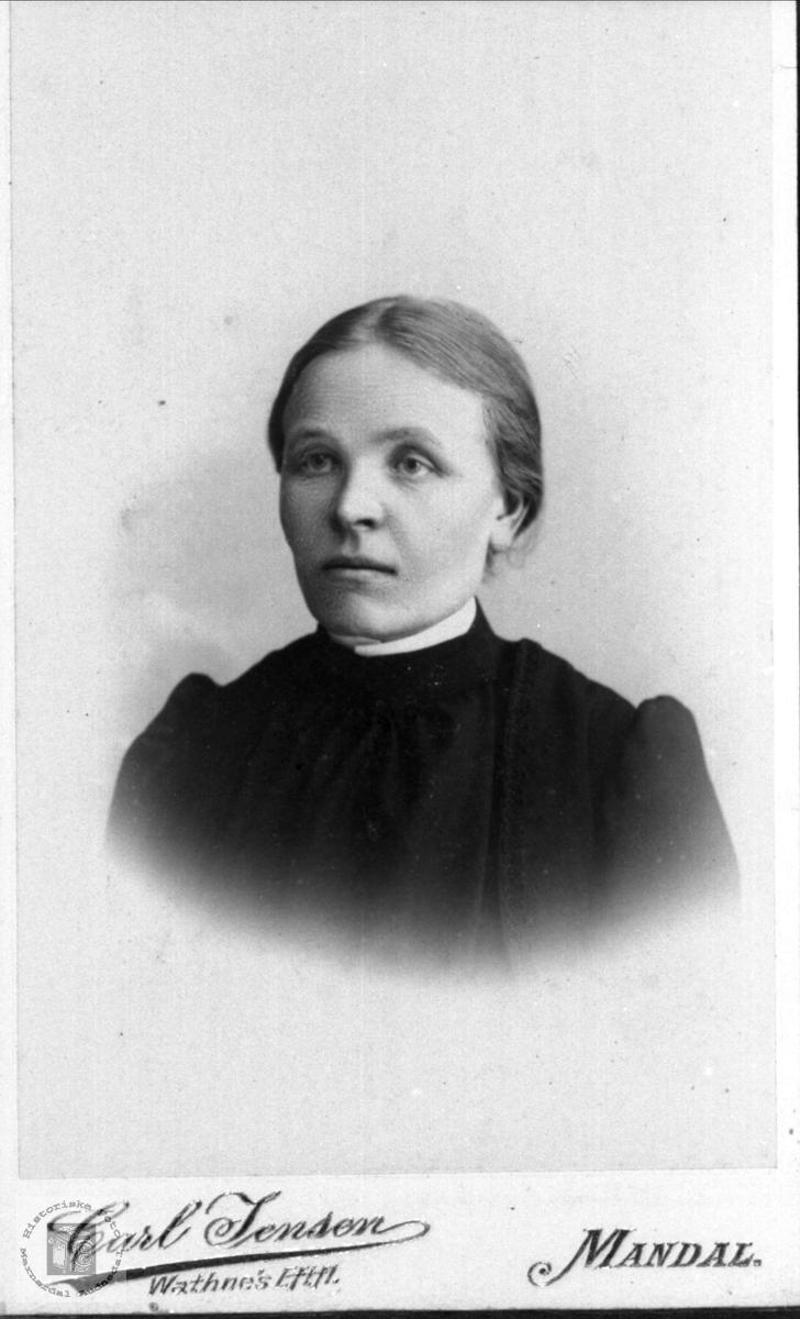 Portrett av Asborg Bjørnestøl