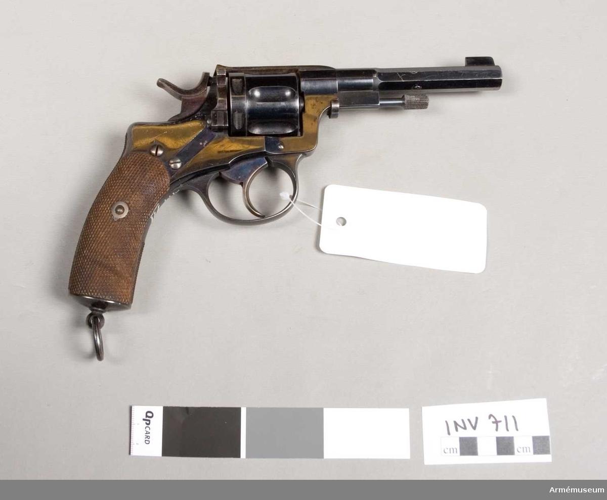 Revolver m/1887 för officer. System Nagant. Tillverkad i Liége, Belgien, 1887-1893. Tillverkningsnummer: Nagant 243.