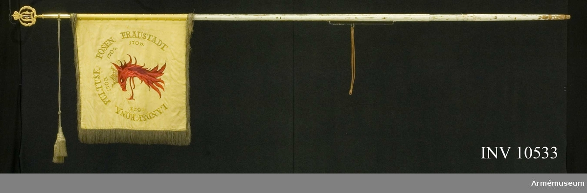 Grupp B.  Samhörande: spets Oscar II, spetsskoningen märkt G. Nyström, kordong, guldfärgad. Spetsens bredd 115 mm.