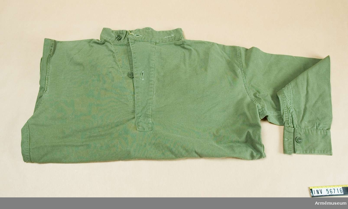 Grupp C I. Ur uniform för Generalitetet. Består av vapenrock, långbyxor, fältbyxor, skjorta, två  halsdukar, fältmössa och livrem till stridssele.