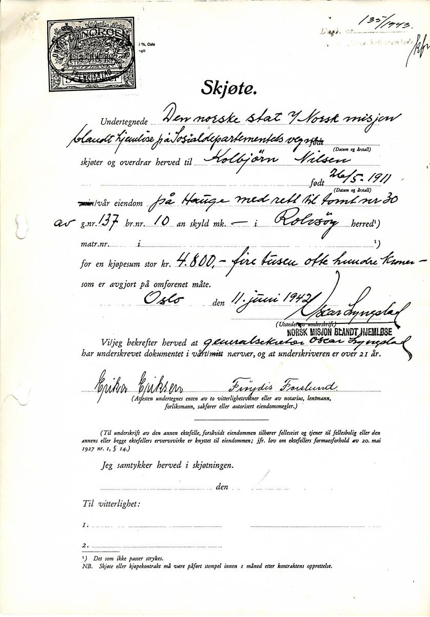 Norsk Misjon blant hjemløse eide ett av husene, hvor det under en periode bodde en familie som i trakten ble sagt å være av romanislekt. Skjøtet viser hvordan Misjonen solgte huset i 1942. Faksimile av skjøte i privat eie.
