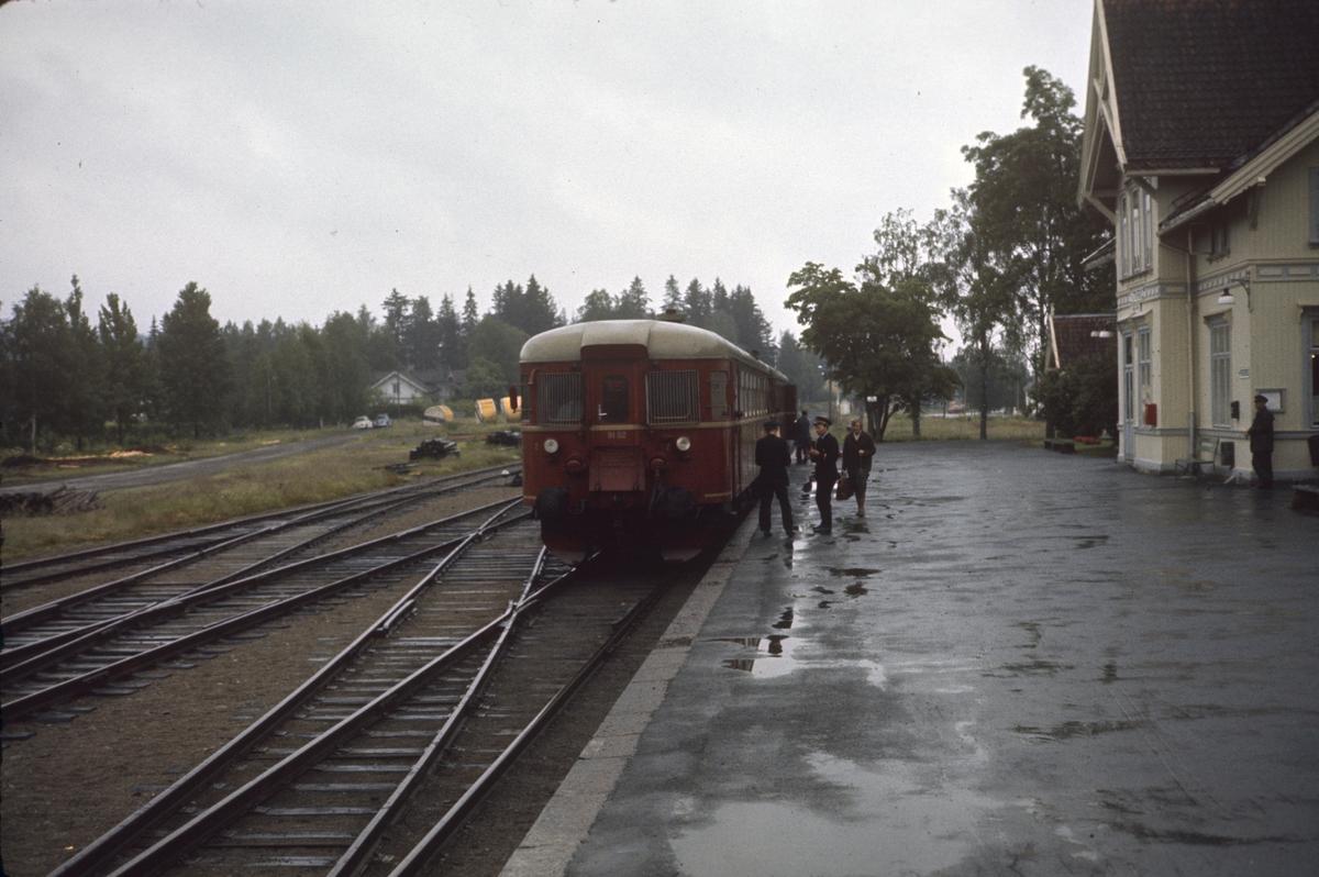 Persontog fra Kongsvinger til Elverum på Roverud stasjon.