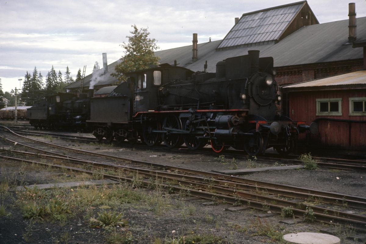 Damplok 27a nr. 234 ved lokomotivstallen på Kongsvinger stasjon.