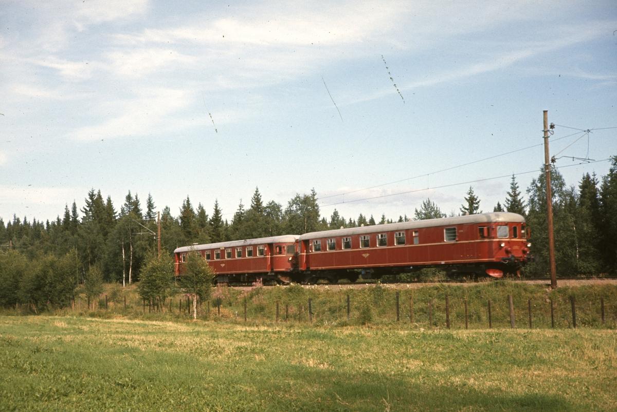 Skoletoget Eina-Gjøvik mellom Eina og Reinsvoll.