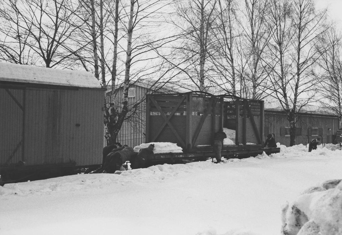 Hensatte godsvogner på Sørumsand.