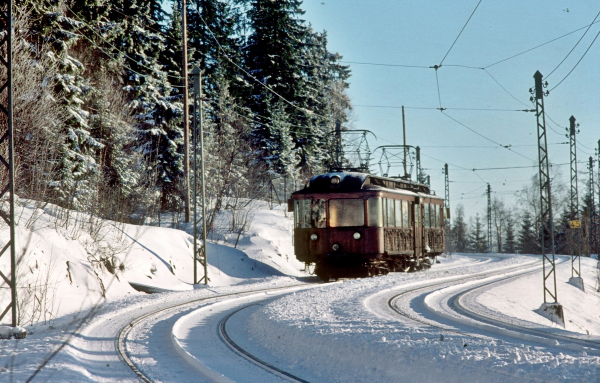 A/S Holmenkolbanen. Tryvannsbanen. Oslo Sporveier. Vogn 203, type 1934 (Skabo, NEBB).