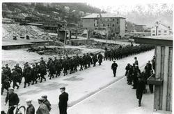 Fra frigjøringen i 1945 llierte styrker påmarsj langs Kongen