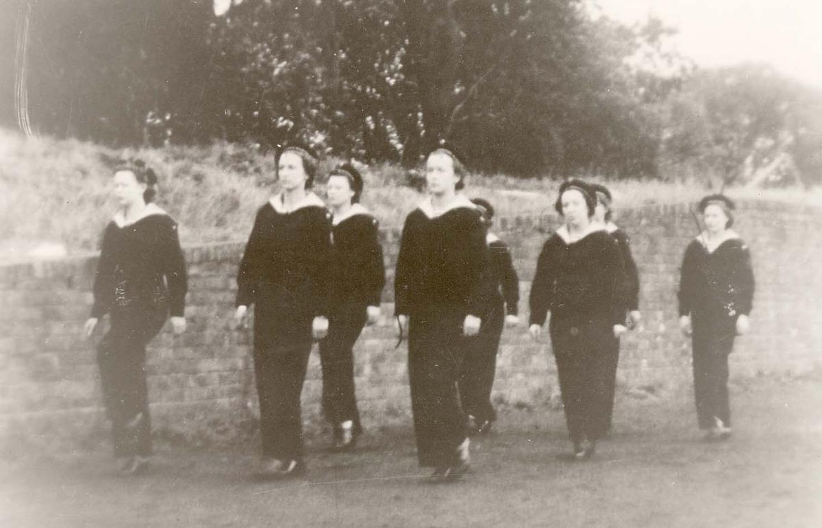 Motiv: Marinens Kvinnekorps 1942-1945 Marsjering