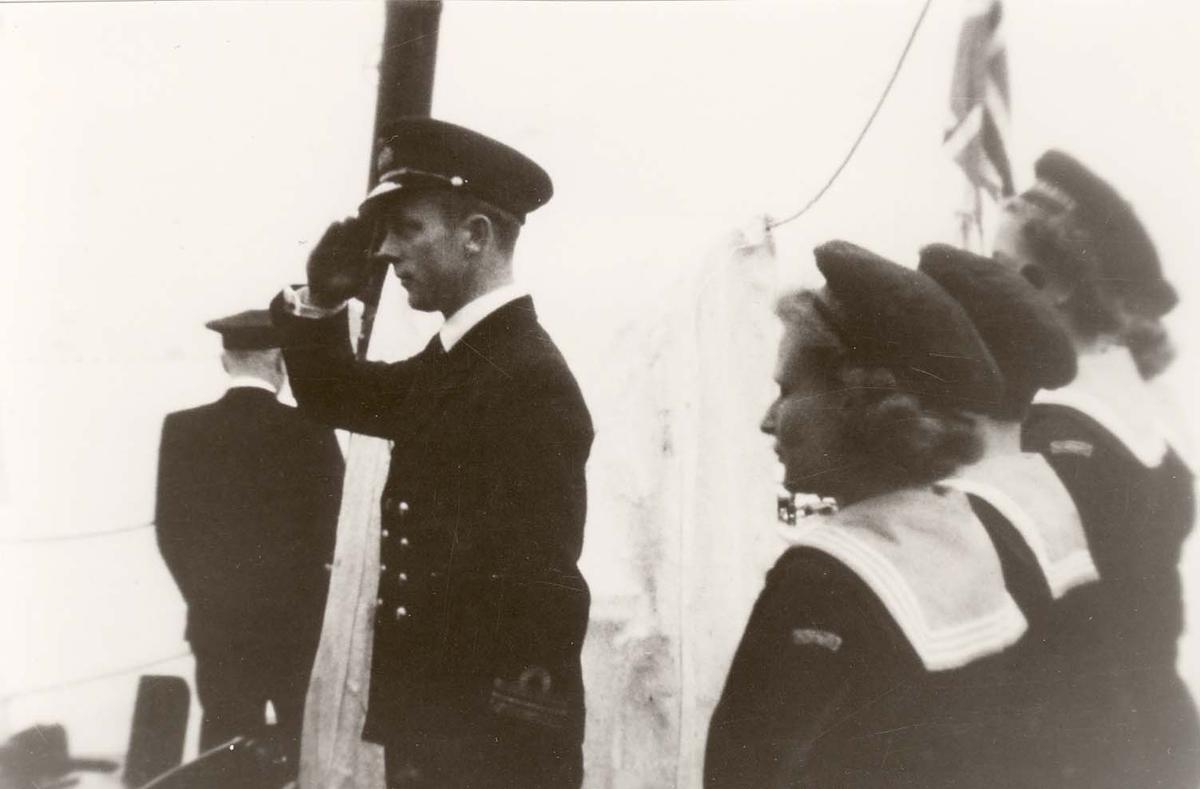Motiv: Marinens Kvinnekorps 1942-1945 Garde ved fallrepet - Jageren DRAUG