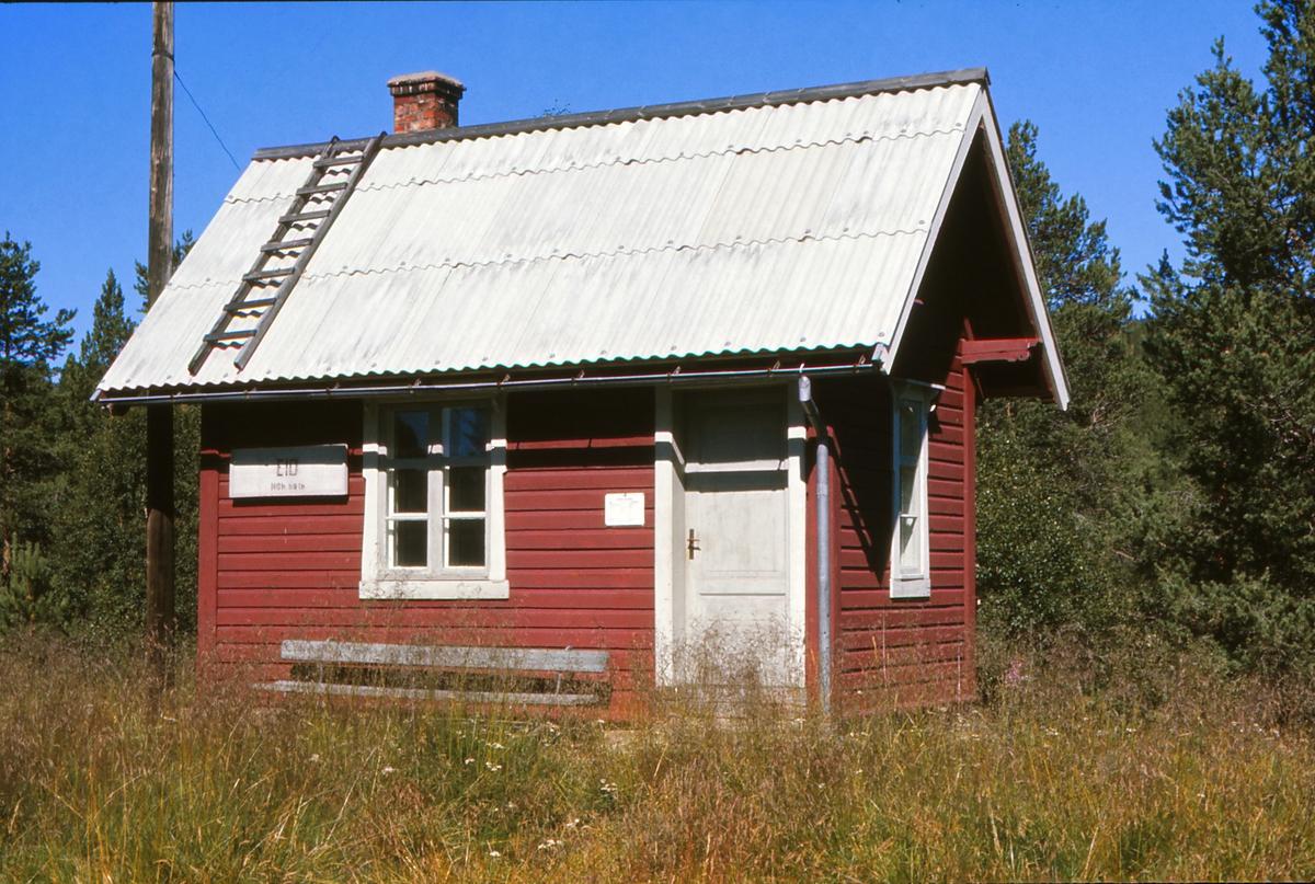 Bygningen på Eid holdeplass, tidligere stoppested. Sør for Tolga i Østerdalen.