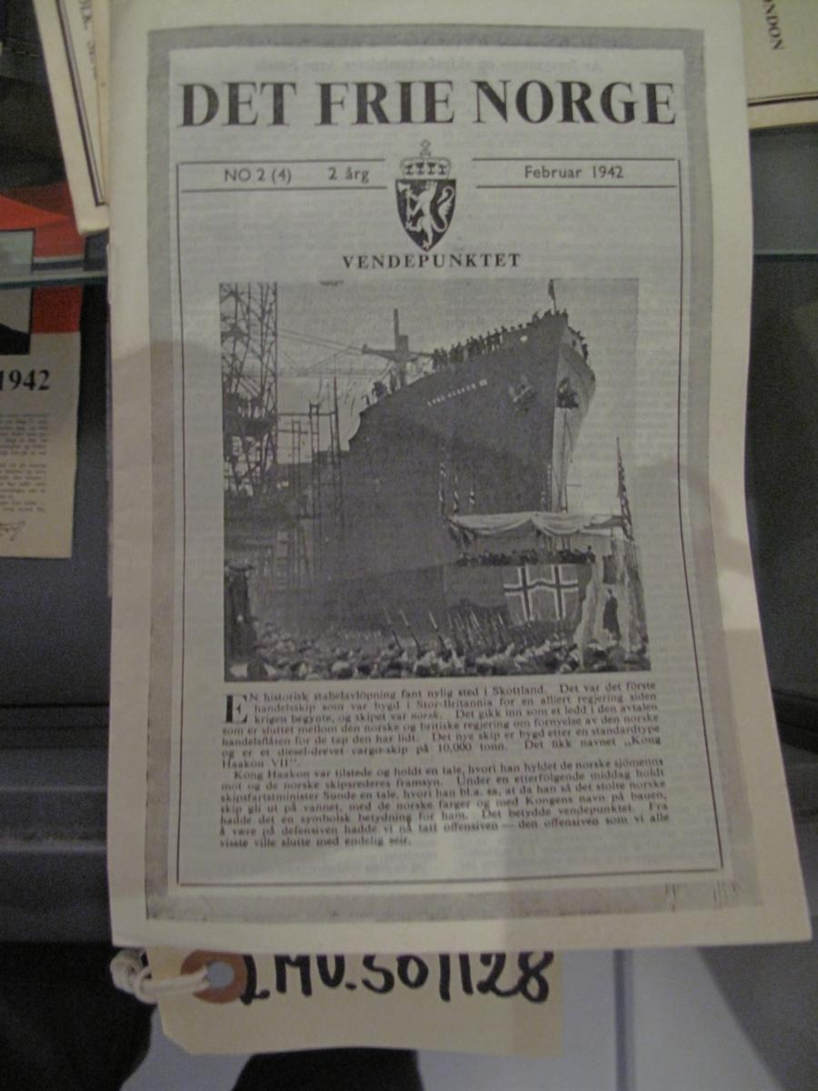 Hefte - Det Frie Norge nr 2 (4) 2 årg Februar 1942.  Tittelsiden omtaler stabelavløsning på det første handelsfartøyet som ble bygd i England av en alliert  nasjon.