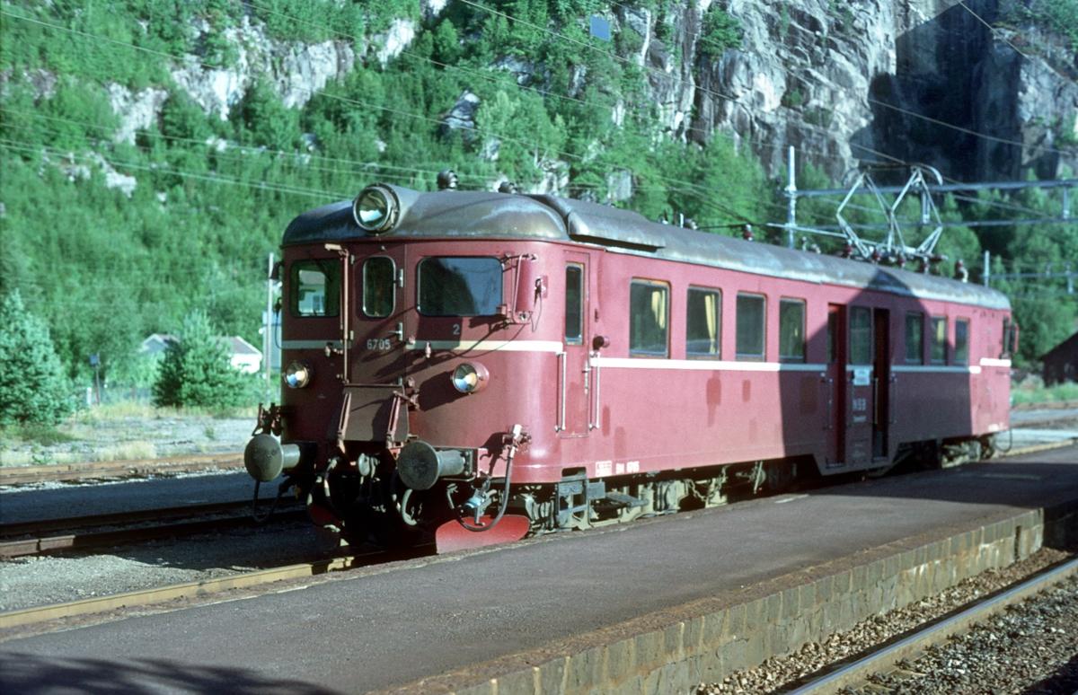 Lokaltog Marnardal - Kristiansand. Motorvogn BM 67 05.