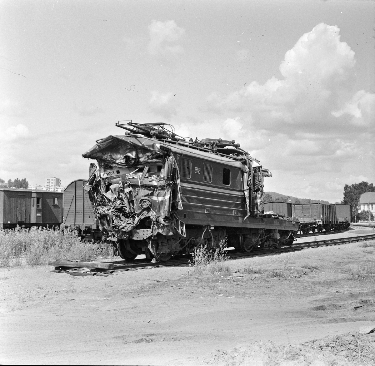 Elektrisk lokomotiv tyle El 11 ble kraftig ødelagt i kollisjonen ved Nydalen 19.06.1966.