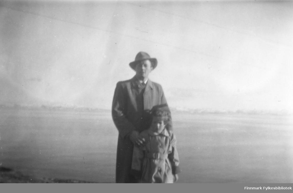 Fritz Ebeltoft og datteren Torill, ca. 1955