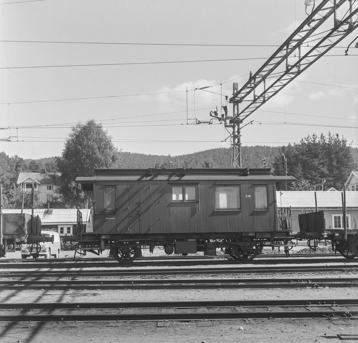 Kombinert konduktør og personvogn type BF3b nr. 548 for bruk i godstogene på Numedalsbanen.