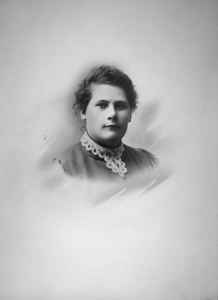 Portrett av Margrethe Rasch, f. Michaelsen. Hun giftet seg med handelsmann Gjert Rasch på Skorpa i Kvænangen
