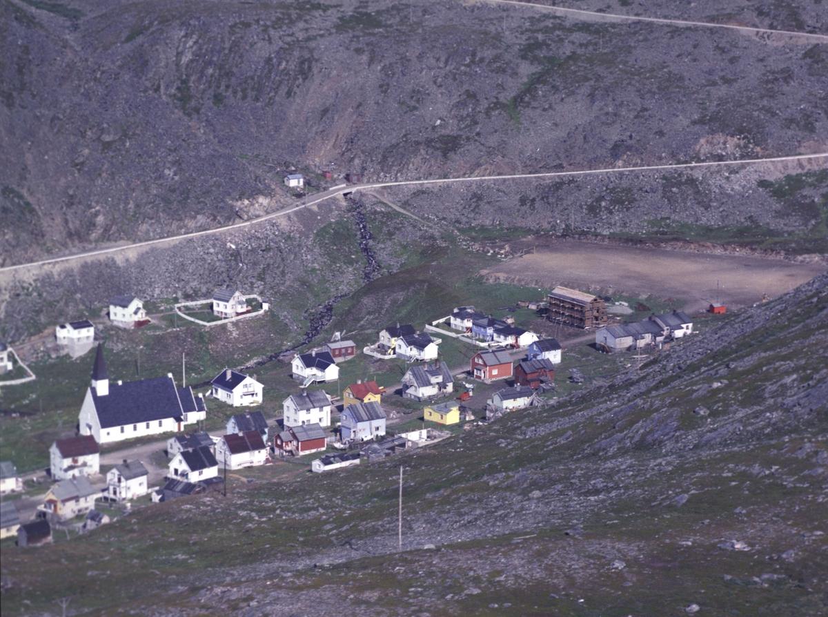 Flyfoto fra Kjøllefjord. Negativ nr. 122741.
