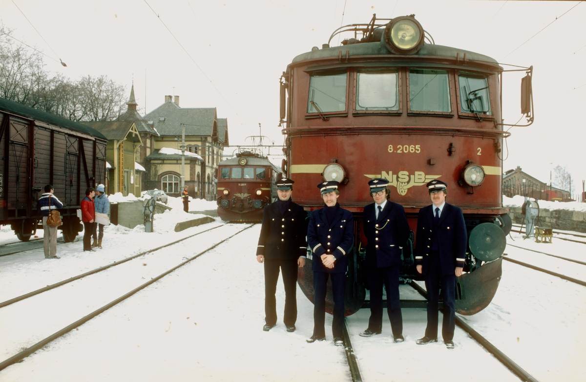 Ekstratog for Norsk Jernbaneklubb sitt årsmøte på Gjøvik med NSB El 8 2065.