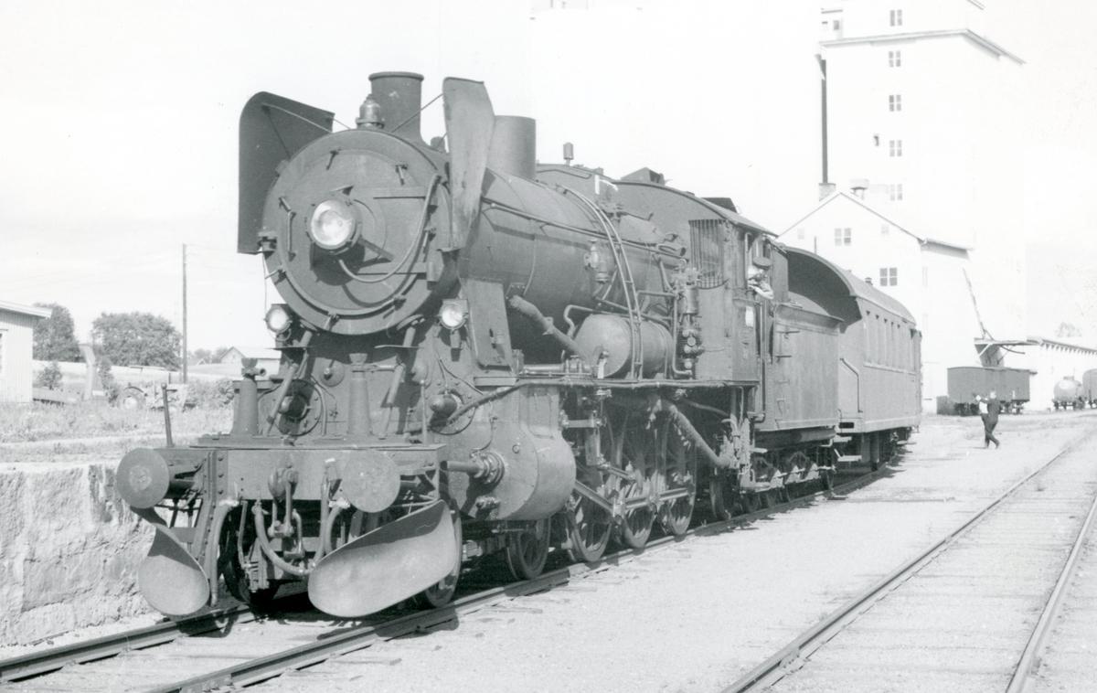 Skifting på Lena stasjon med damplok 30b nr. 347.