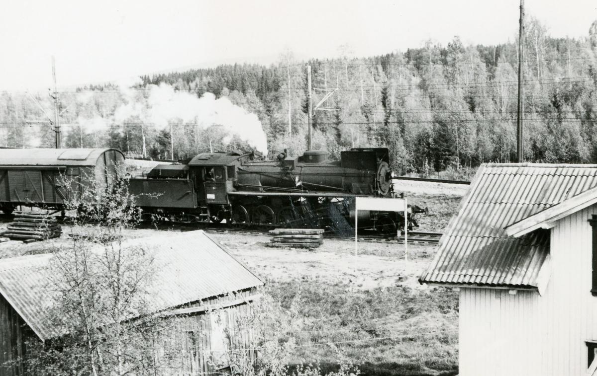 Godstog fra Solørbanen med damplok 26c nr. 433 ankommer Kongsvinger.