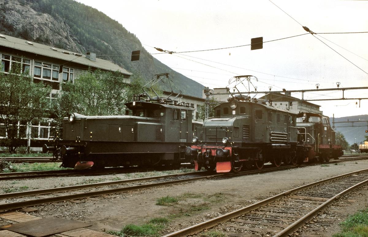 Rjukanbanens lokomotiver nr. RjB 9, 15 og 22 på Rjukan stasjon. Norsk Hydro, Norsk Transportaktieselskap, Norsk Transport.