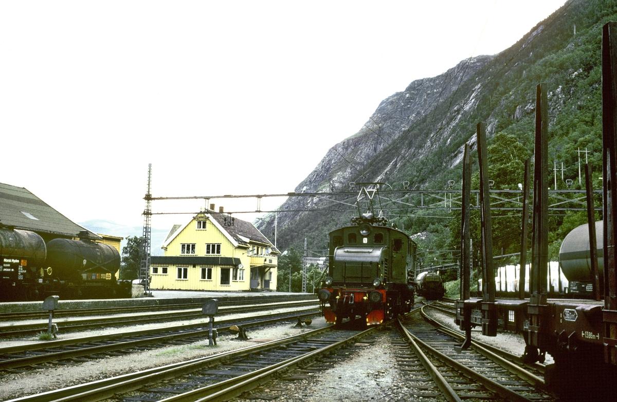Rjukan stasjon, Rjukanbanen. Elektrisk lokomotiv RjB 14 (NSB El 1 2001). Norsk Hydro, Norsk Transportaktieselskap, Norsk Transport.