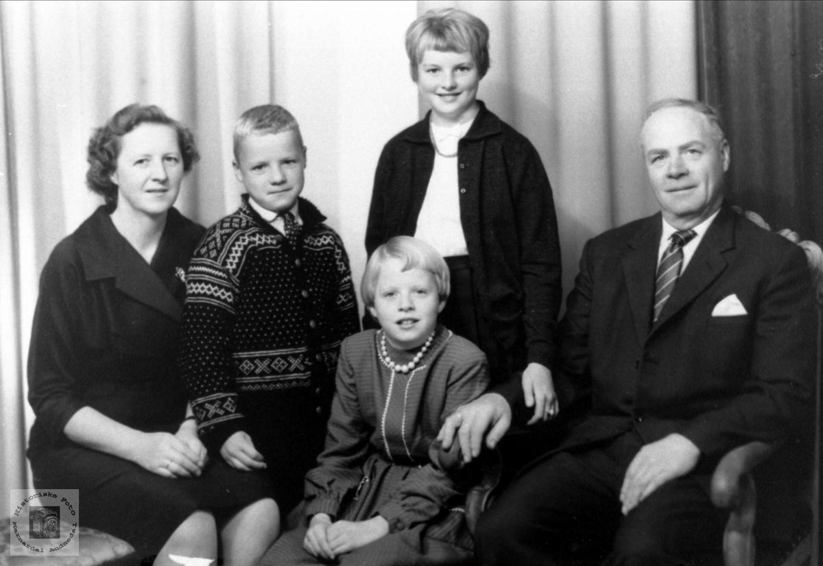 Familiebilde av Stedjan familien
