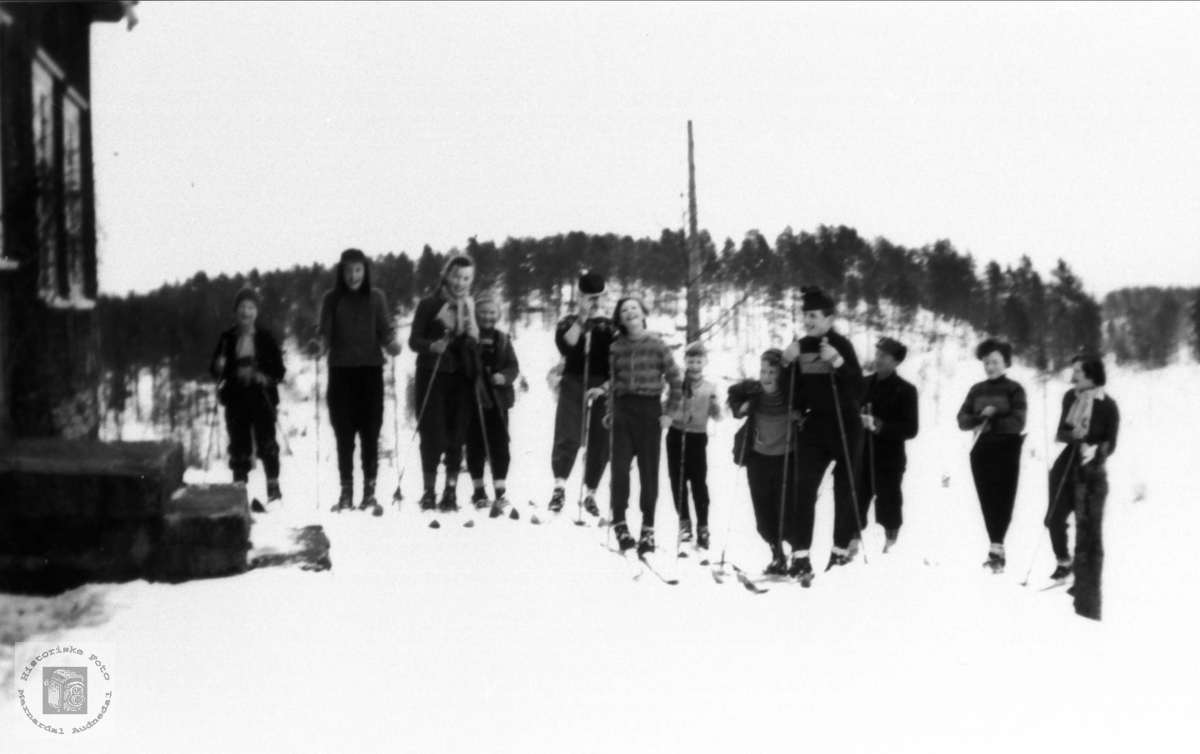 Haraldstad skule (Heldås) på skitur