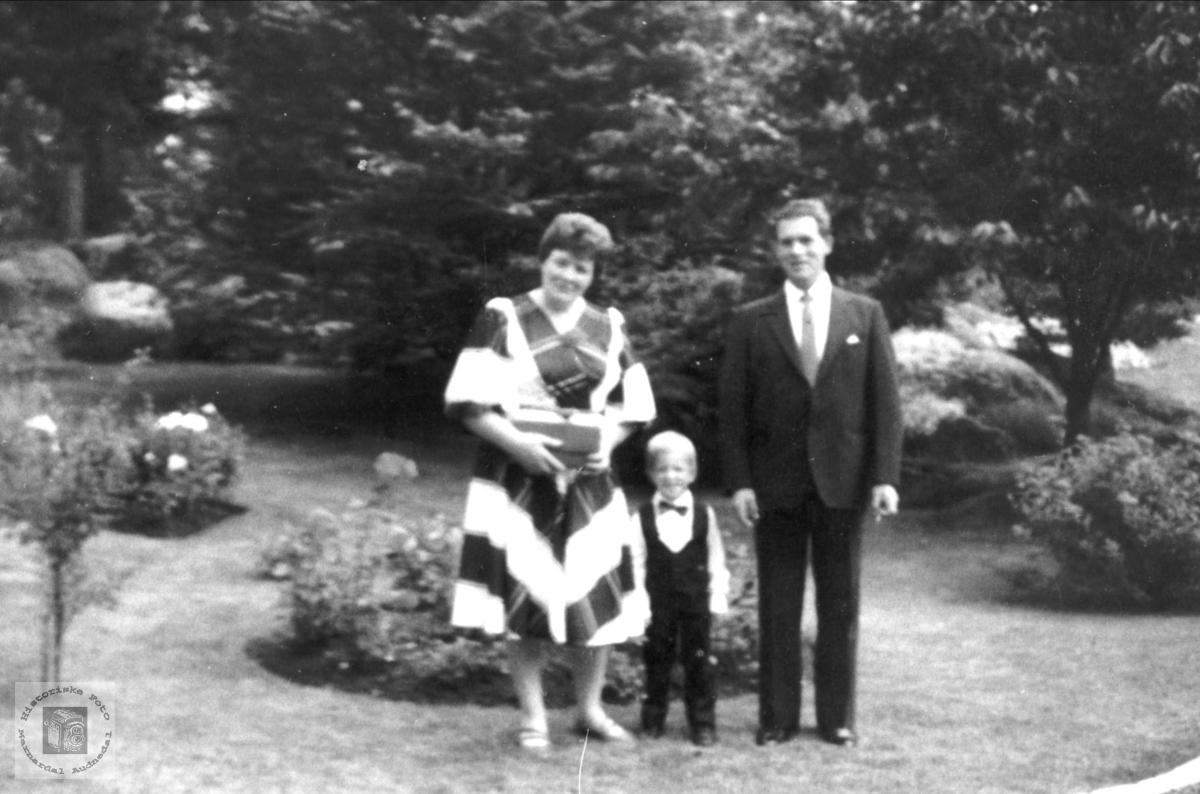 Ekteparet Gerd og Aslak Bruskeland med barn.