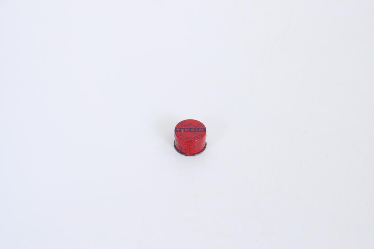 Blå logo på rød bunn