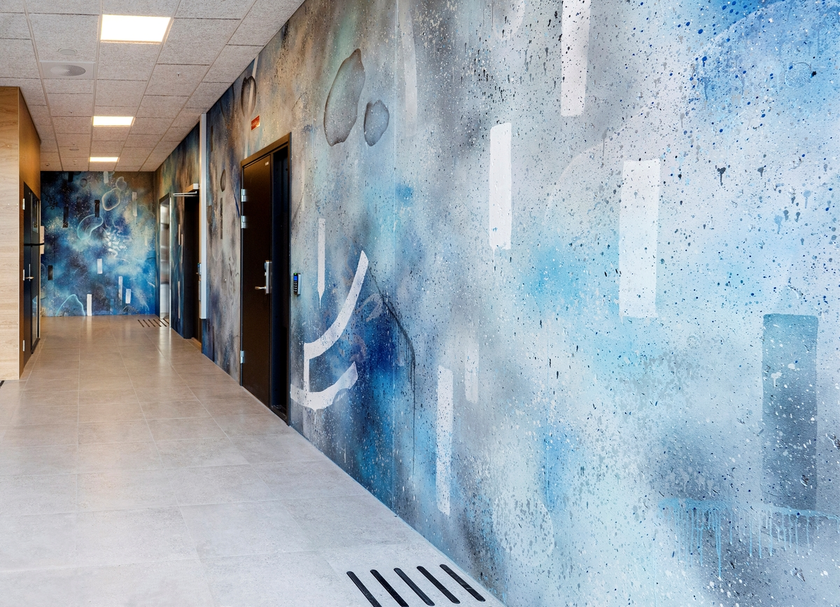 Tegson har over tre store vegger trukket gatekunst og graffiti inn i bygningen.