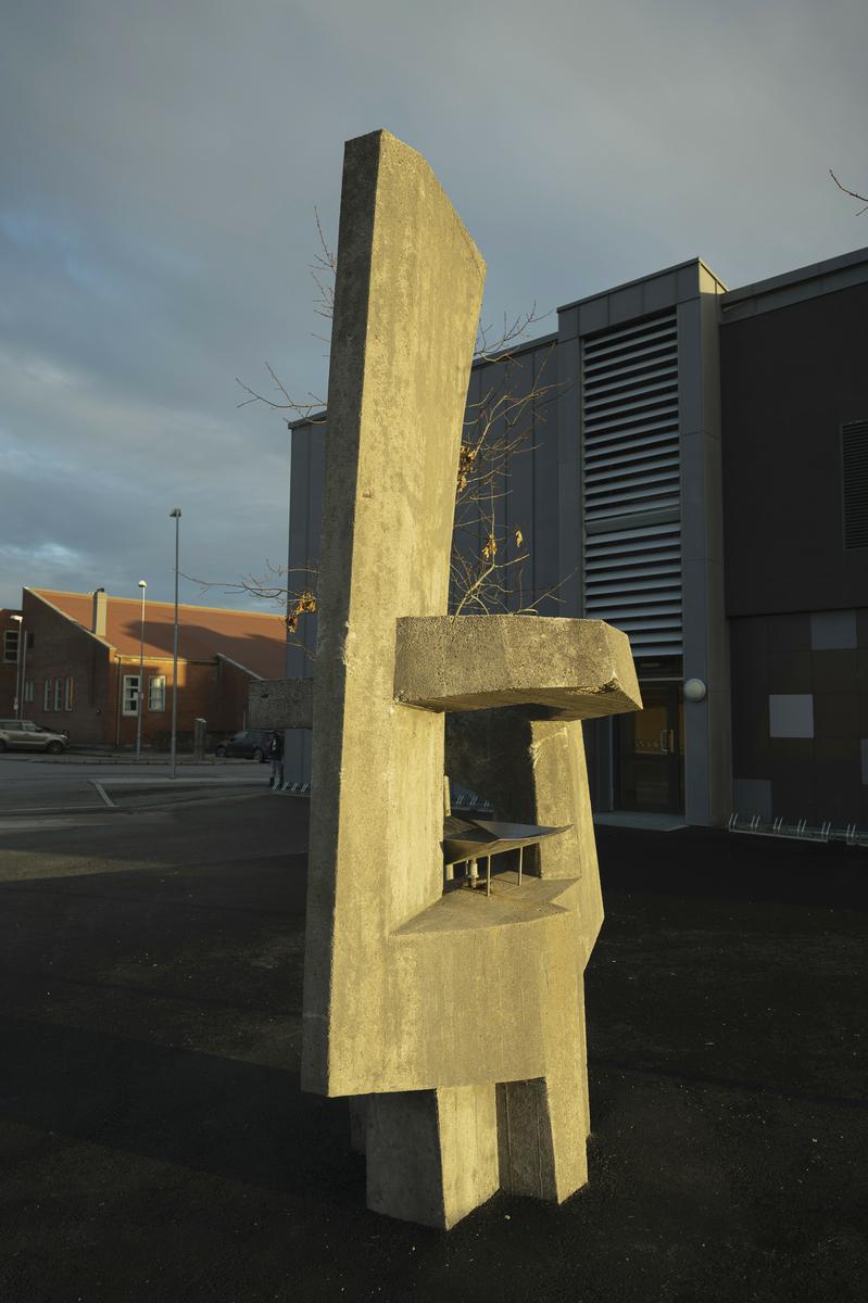 Betongelementer med vannbad i stål.