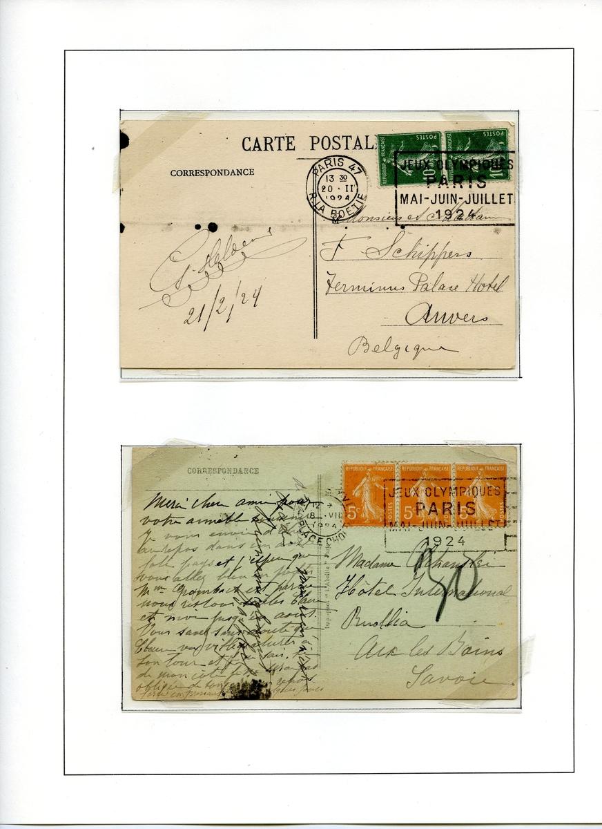 To postkort montert på albumside. Begge kortene er frankert med franske frimerker av typen semeuse. Det første med to frimerker av 10 cent, det andre tre frimerker av fem cent.
