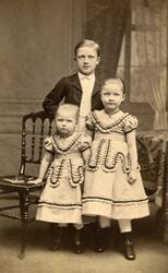 Porträtt av handlande Fridolf Lenanders barn Hildur Lenander