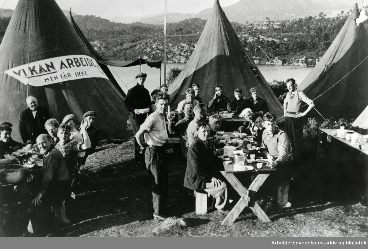 Hungersmarsjen fra Trondheim til Oslo startet den 29.mai 1932. I tre uker gikk deltakerne der de protesterte mot sult, fattigdom og mangel på arbeid.