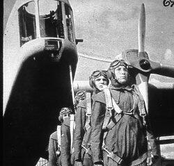 Tyska krigsmakten. Piloter framför bombplan.