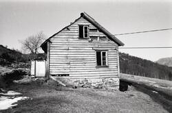 Våningshus i Grinde (Vest for krysset)