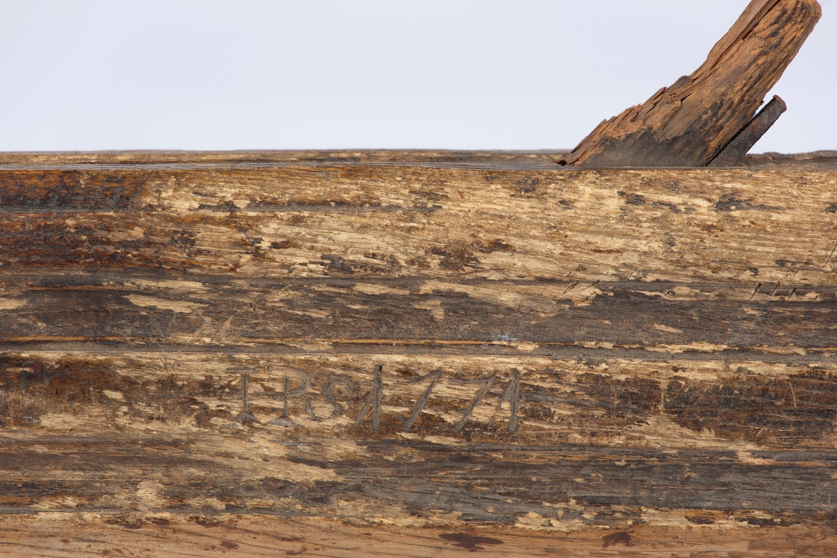 Profilhøvel med buet jern. Innrisset i treverket TPS 1771