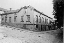 Skolgatan  Allégatan t.h. med kvarteret Hermod år 1914.