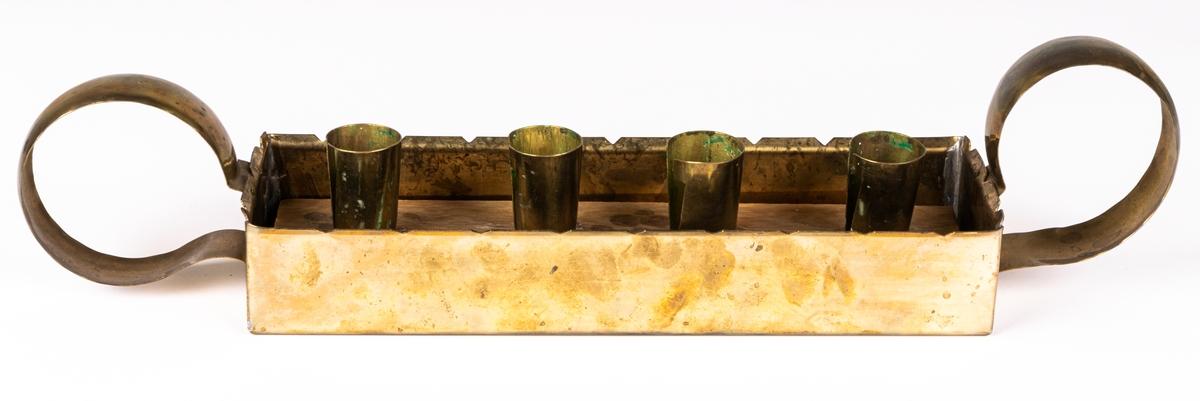 Ljusstake, mässing insats av trä. För fyra ljus (adventsljusstake). Längd 39 cm. bredd 7,8 cm.