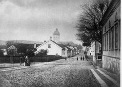 Österlånggatan med kvarteret Remus t.h. på 1880-talet.